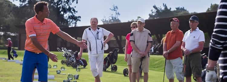 Åk på pro-resor för att spela golf och förbättra ditt spel